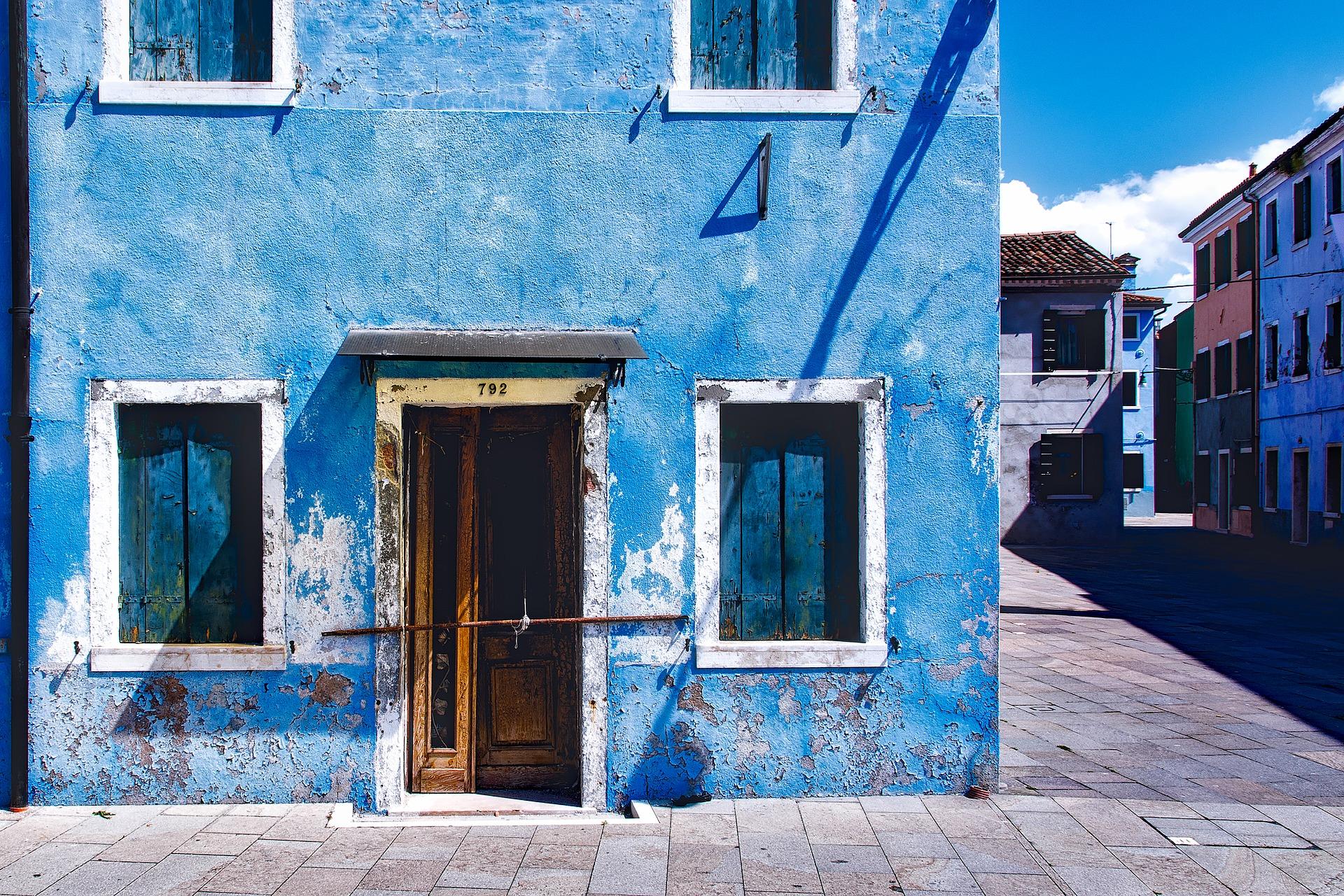 塗装業者のホームページ制作は無料でするべき?業者に依頼するべき?